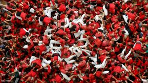 Colla Joves Xiquets de Valls fall down after forming a human tower called